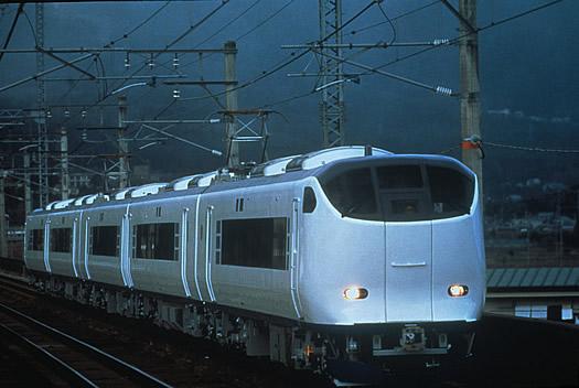 kyoto_train.jpg