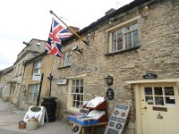 Antique Shop in Burford Cotswolds, ReadyClickANdGO