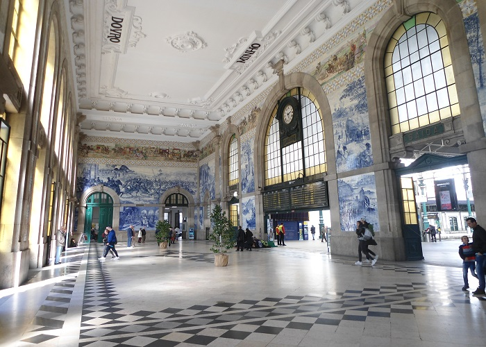 Amazing-Train-Station-in-Porto-readyclickandgo-travel