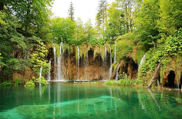 Day tours from Zagreb to Plitvice Lakes