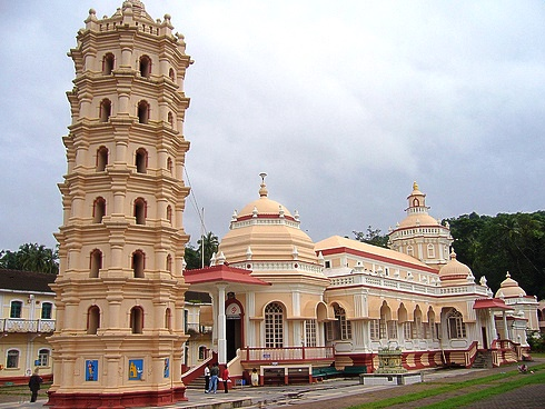 Day-tour-of-Goa-Visit-the-Mangeshi-Temple-ReadyClickAndGo