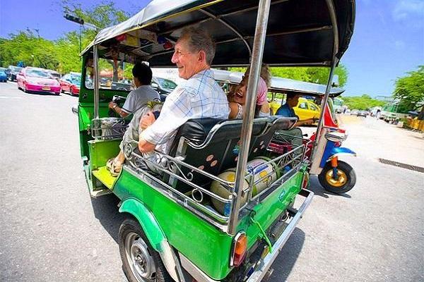 Visit_bangkok_tuktuk_ReadyClickAndGo