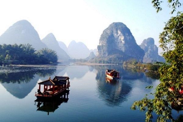 Walking along the Yulong River, ReadyClickAndGo