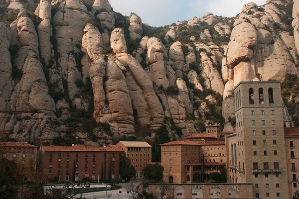 Montserrat Morning Tour by Bus readyclickandgo